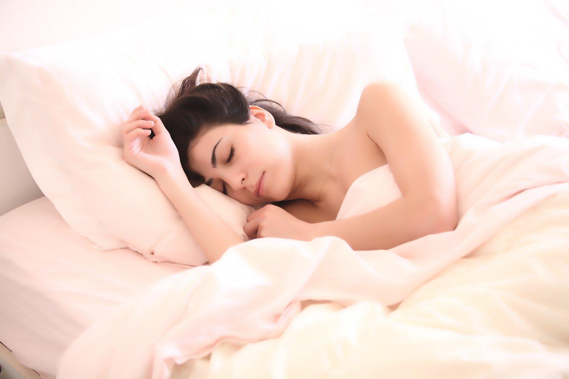 slapen in een te warme kamer